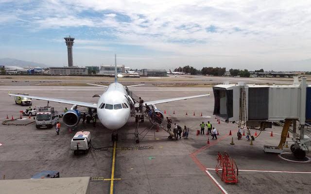 Aeropuerto Internacional Arturo Merino Benítez - Imagen de Volando alto y Bajo también
