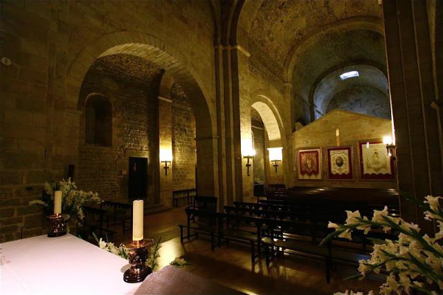 Interior del Santuario de San Miguel de Aralar - fotoblog by Joan González Fotografía F