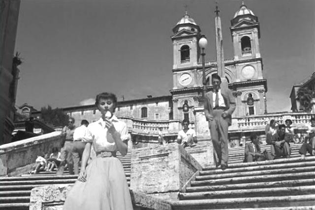 Escena en la Plaza de España en Vacaciones en Roma