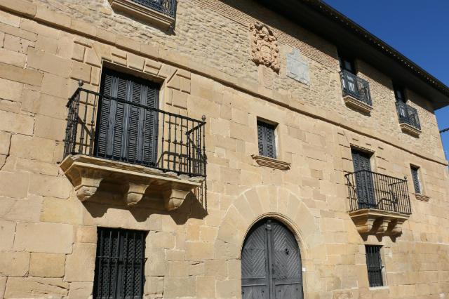 Caserón de Obanos donde se encuentra la Centro San Guillermo - Destino y Sabor