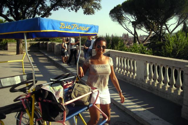Bicicletas y coches de pedales en Villa Borghese - Destino y Sabor