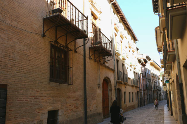 Calle Rua Kalea, donde se encuentra la casa de Fray Diego de Estella - Destino y Sabor
