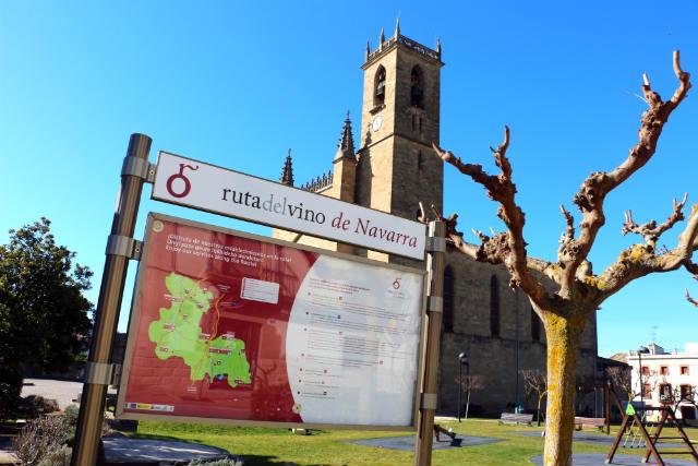 Cartel de la Ruta del Vino de Navarra en Obanos - Destino y Sabor