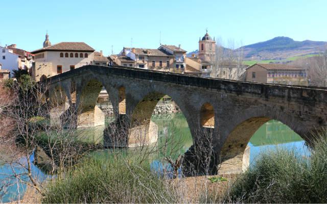 El puente mandado construir por la Reina Muniadona - Destino y Sabor