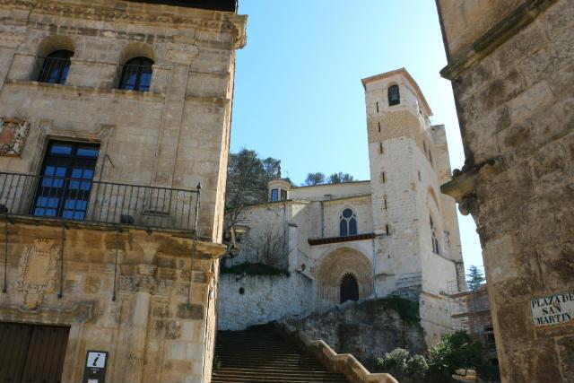 Iglesia de San Pedro de la Rua desde abajo - Destino y Sabor