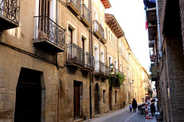 Calle Mayor de Puente la Reina - Destino y Sabor