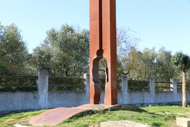 Monumento al peregrino en Obanos - Destino y Sabor