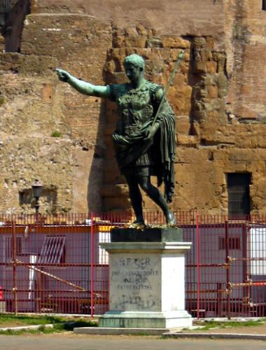 Octavio Augusto en el Foro Romano - Destino y Sabor