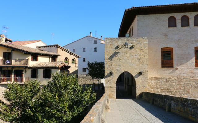 Salida del camino de Santiago por el Puente - Destino y Sabor