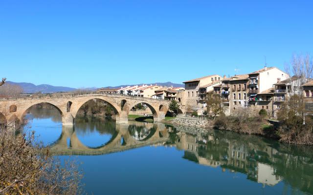 Puente Románico de Puente la Reina - Destino y Sabor