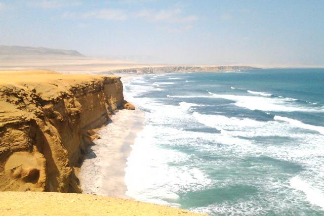 Playas de arenas rojas en la Península de Paracas - Destino y Sabor