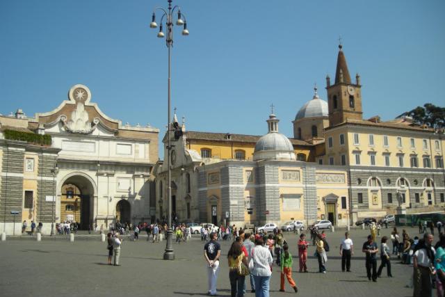 Basílica Di Santa Maria del Popolo, junto a la Porta del Popolo y el Museo Leonardo da Vinci - Destino y Sabor