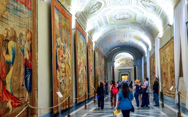 Sala de la colección de tapices - Imagen de los Museos Vaticanos