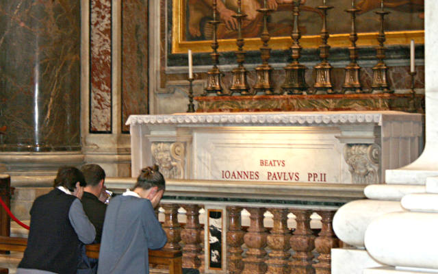 Tumba del Beato (hoy Santo) Juan Pablo II - Imagen Wikipedia
