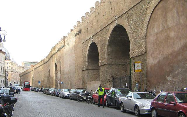 Il Passetto di Borgo, que permitía escapar a los papas de los palacios vaticanos - Imagen Wikipedia
