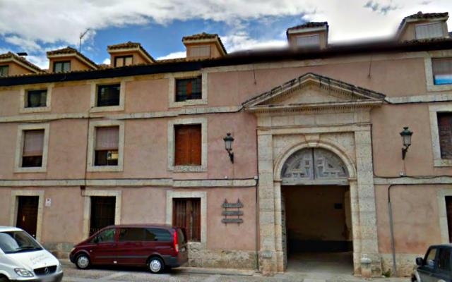 Entrada a la Real Fábrica de Paños de Carlos III en Brihuega - Destino y Sabor