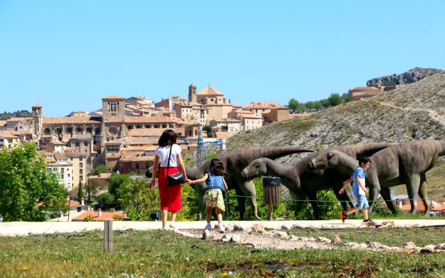 Turismo familiar en el Museo de los dinosaurios de Cuenca - Destino y Sabor