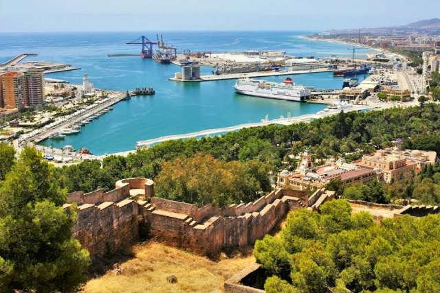 Muralla doble que une la Alcazaba con el Castillo de Gibralfaro