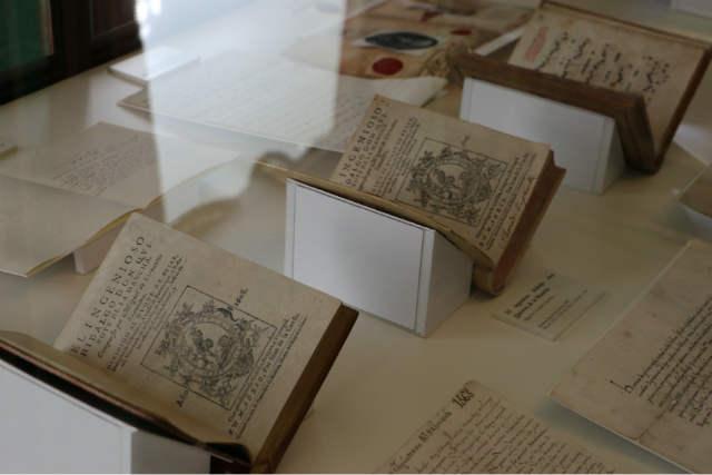 Primeras ediciones de El Quijote y libro de partituras - Destino y Sabor
