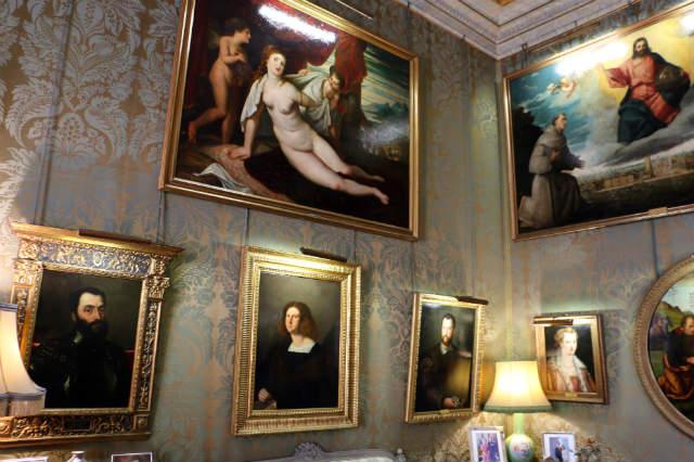 Sala italiana con cuadros de maestros del renacimiento - Destino y Sabor