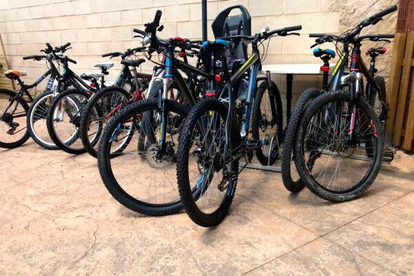 Bicicletas a disposición de los huéspedes del hotel - Imagen del hotel