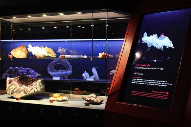 Piedras de cuarzo de la exposición en el museo - Imagen del Museo