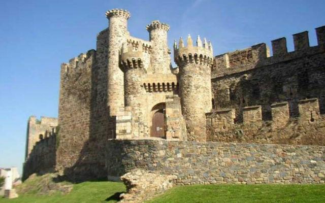 Castillo de Ponferrada en El Bierzo – Destino Castilla y León