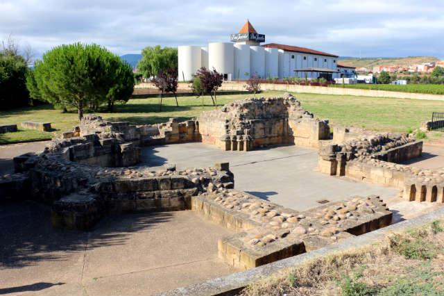 Restos de los cimientos de la iglesia del Hospital de San Juan de Acre - Destino y Sabor
