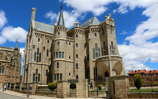 Palacio arzobispal de Astorga, actualmente Museo de los Caminos – Destino Castilla y León
