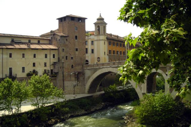 Ponte Fabricio y Isola Tiberina – Destino y Sabor