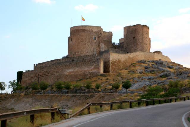 Castillo sobre la loma - Destino y Sabor