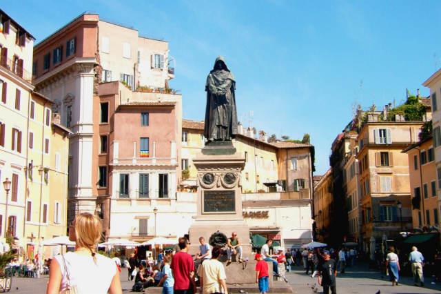 Escultura de Giordano Bruno en Campo dei'Fiori- Imagen Wikipedia