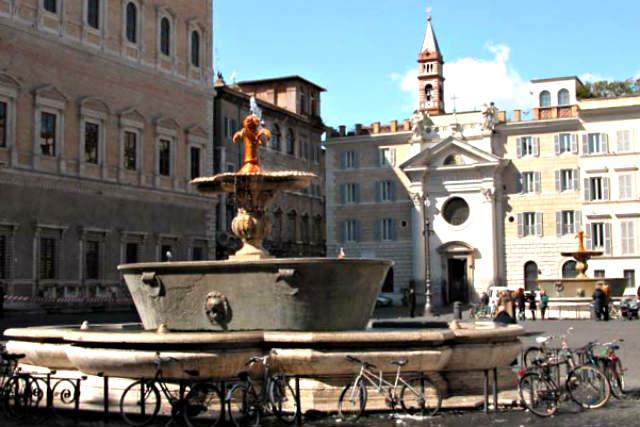 Piazza Farnesse con sus fuentes - Imagen de Explora Roma