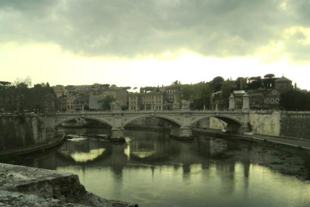 Puente Mazzi saltando el Tíber