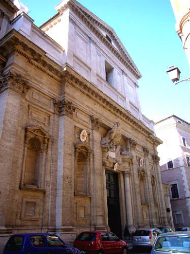 Fachada principal de la Iglesia de Santa María de Montserrat de los Españoles - Imagen de Lalupa