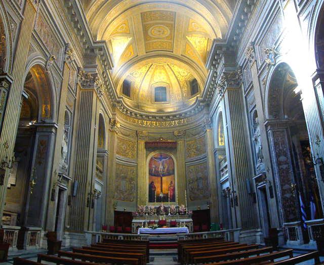Interior de la Iglesia de Montserrat de los Españoles - Imagen de Lalupa