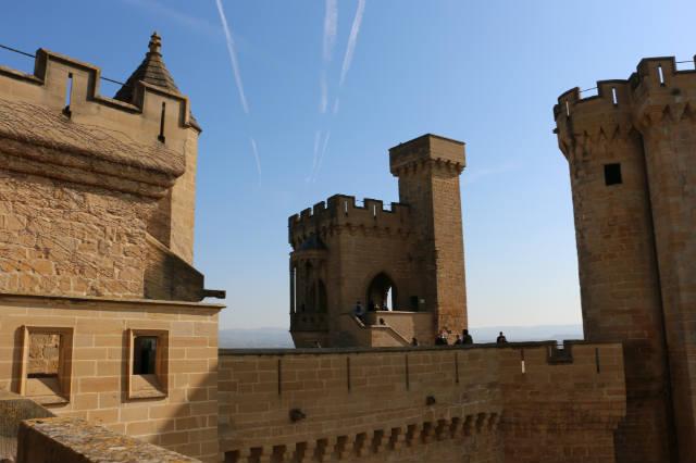 Torre del homenaje y torres del Castillo de Olite - Destino y Sabor