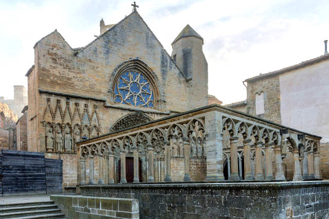 Entrada a la Iglesia de Santa María la Real - Imagen de Diego Delso