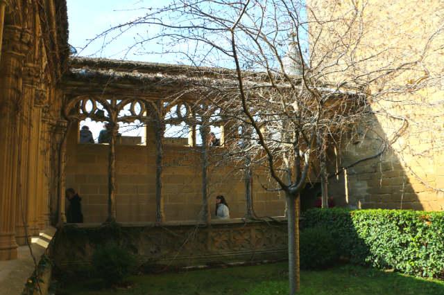 Claustro gótico del Palacio de Olite - Destino y Sabor