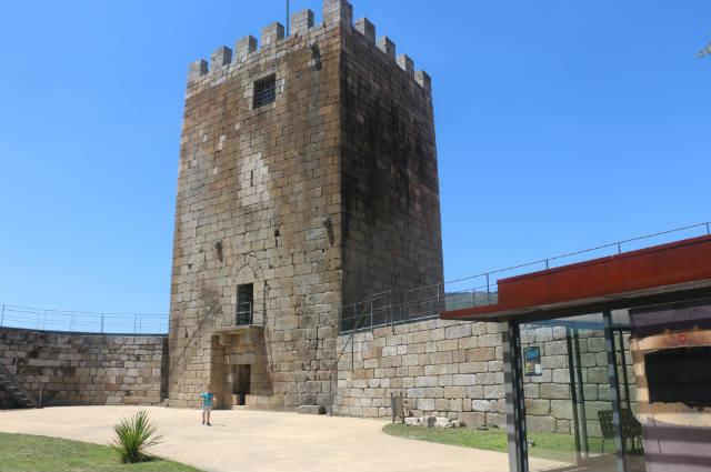 Torre del homenaje de la fortaleza de Lamego - Destino y Sabor