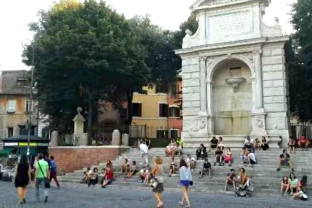 Fontanone di Ponte Sisto en Piazza Trilussa- Destino y Sabor