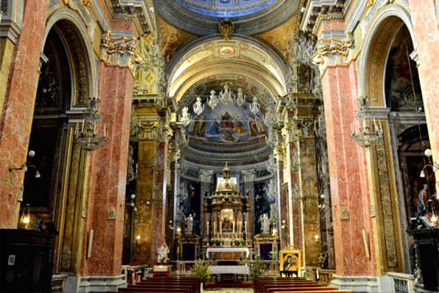 Interor de la chiesa di Santa della Scala - Destino y Sabor