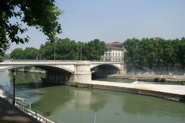 El Ponte Garibaldi y espolón de la isla Teberina - Imagen Wikipedia
