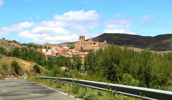 Llegando a Enciso por una carretera de montaña - Destino y Sabor