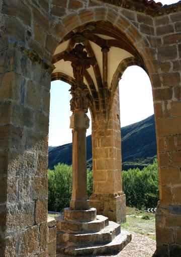 Crucero protegido adosado a la ermita de la Concepción- Destino y Sabor