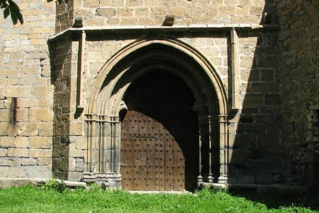 Entrada a la Iglesia de San Pedro de Enciso - Imagen de GarciLanga