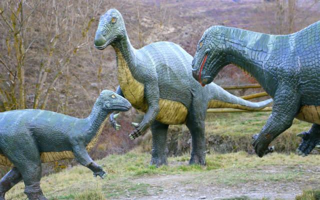 Familia de iguanodones - Destino y Sabor