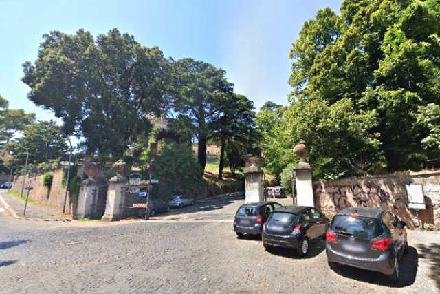 Una de las entradas al Belvedere del Monte Gianicolo - Destino y Sabor