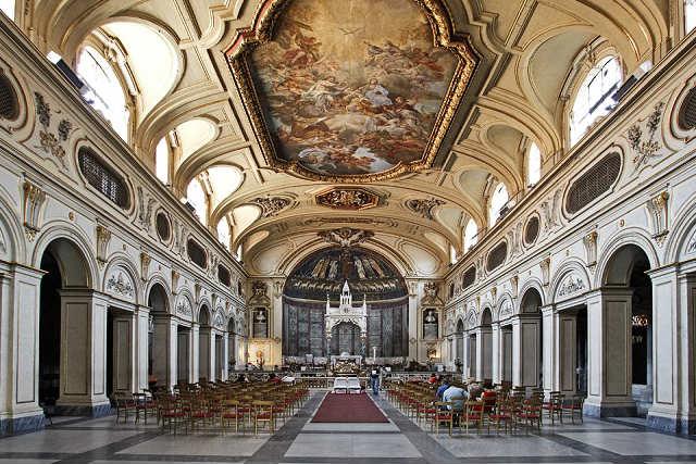Interior de Santa Cecilia en Trastévere - Imagen de Roma en Roma