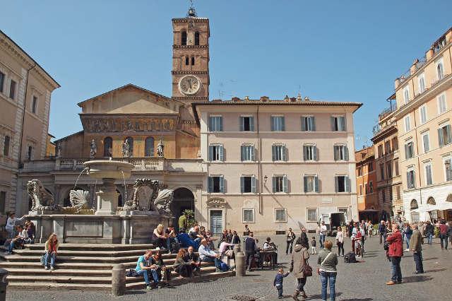 Plaza de Santa María del Trastévere - Imagen de John Venice en Flick